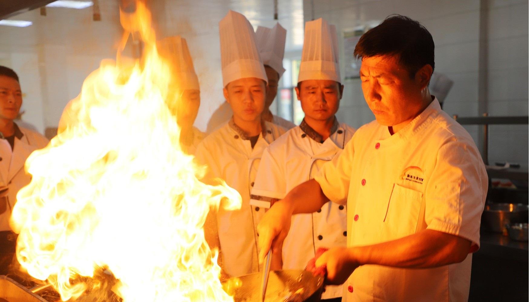 那些年的新东方烹饪学校,终于要上市了!