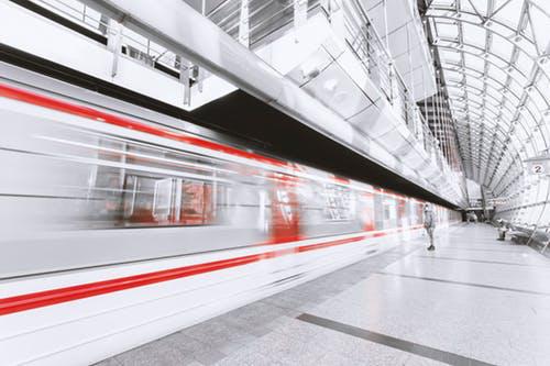 """春运前两日发送旅客超1.4亿,高铁等概念板块或迎""""高光时刻"""""""