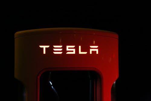 特斯拉自主研发新电池引热议,超级电容概念或带来关注风暴?