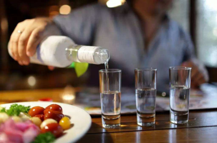 中秋国庆节临近白酒进入销售旺季,行业迎来估值修复时机