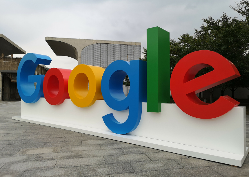 早报   欧盟重罚谷歌14.9亿欧元;富士康出售4亿美元阿里股票;美图年中将关闭手机业务;雷军回应10亿赌局