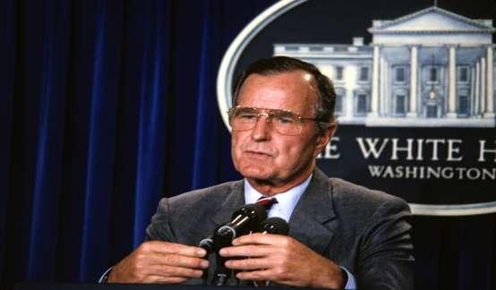 早报 | 美前总统老布什去世;刘强东案更多细节曝光;乐视被查封;百度因违法广告被罚60万