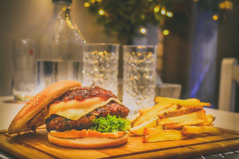 春节餐饮市场:麦当劳肯德基纷纷出击,速食巨头也要冲业绩?